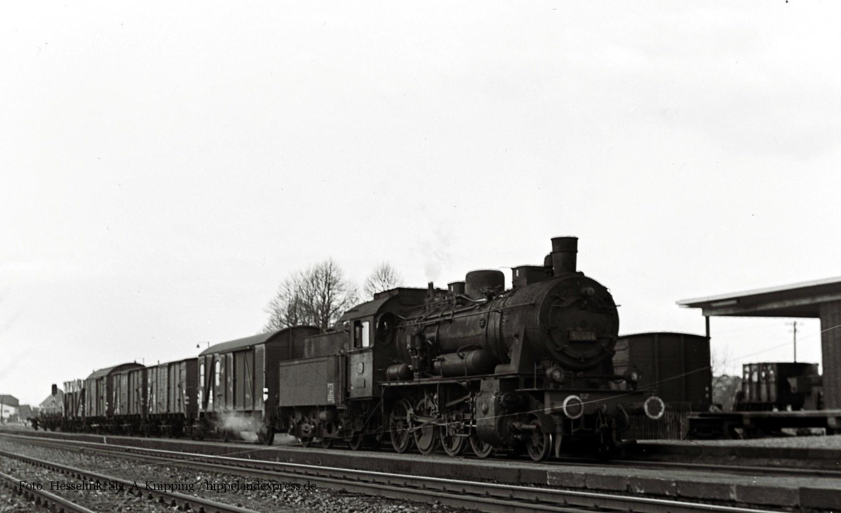 56 604 mit Güterzug in Xanten