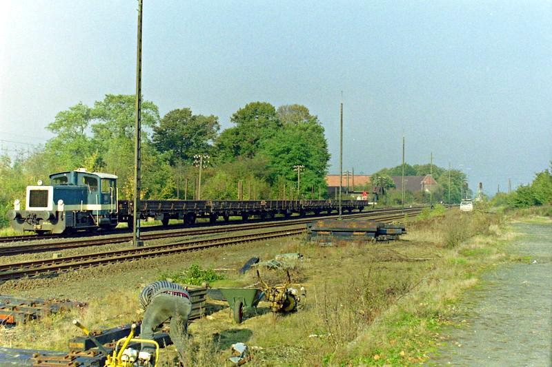 Arbeitszug mit Köf III bei den Umbauarbeiten im Bahnhof Xanten 1991