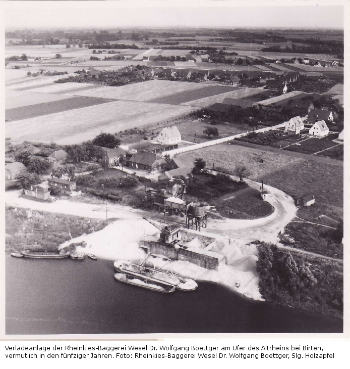 Verladeanlage der Rheinkies-Baggerei aus der Luft, vermutl. in den 50er Jahren.