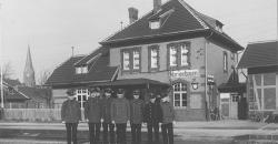 Belegschaft des Bahnhofs Marienbaum 1930