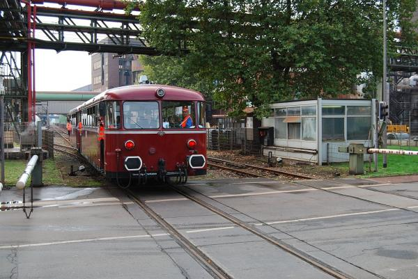 Reviersprinter VT 98 am Bü Bruchstraße