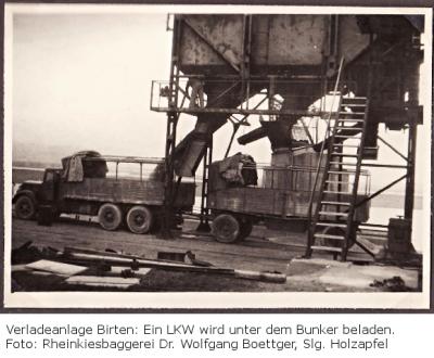 Verladeanlage Birten: Ein LKW wird unter dem Silobeladen