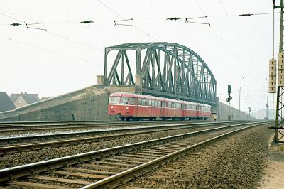 Aufgelassene Brücke zwischen Trompet und Rumeln